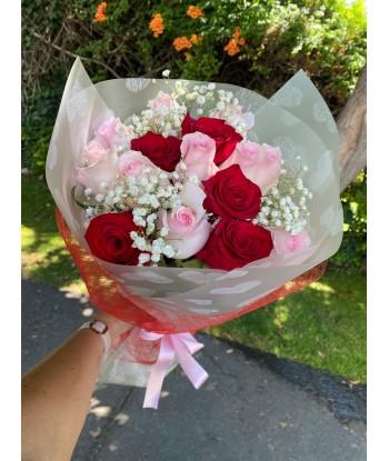 Ramo 12 rosas rojas y rosadas